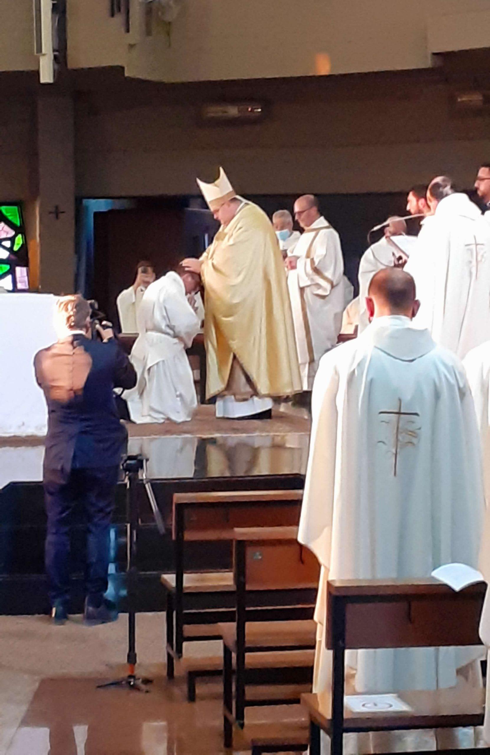 """""""Portiamo nel mondo la gioia di Dio"""". Don Samuele ordinato Sacerdote dal nostro Vescovo Mauro nel Santuario di S. Vittorino Romano"""